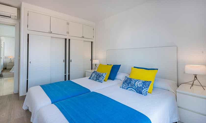 Schlafzimmer Ferienvilla Mallorca PM 3802