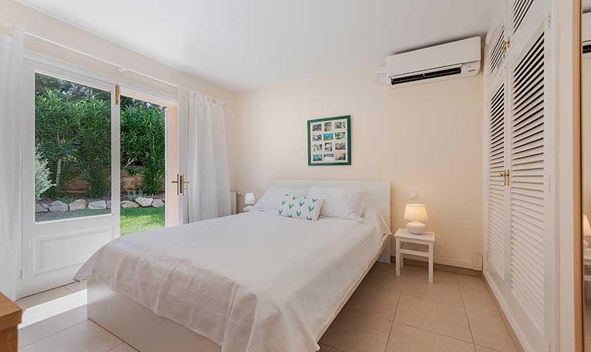 Schlafzimmer Ferienhaus Mallorca Bonaire PM 3806