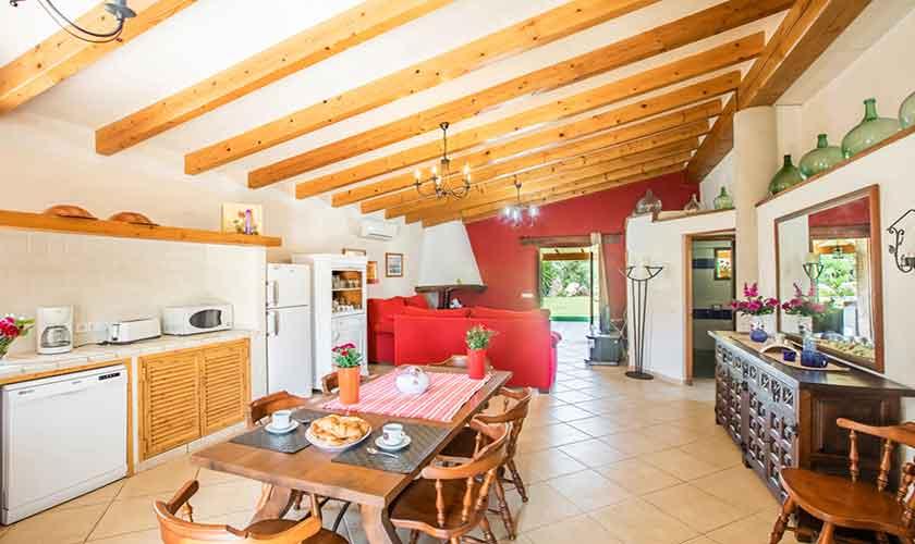 Küche und Esstisch  Finca Mallorca bei Pollensa PM 3837