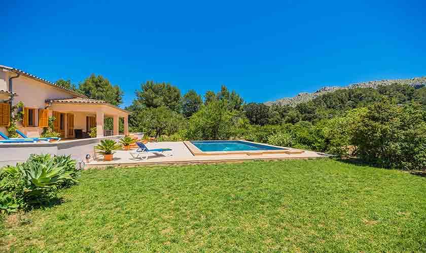 Pool und Rasen Ferienfinca Mallorca PM 3852