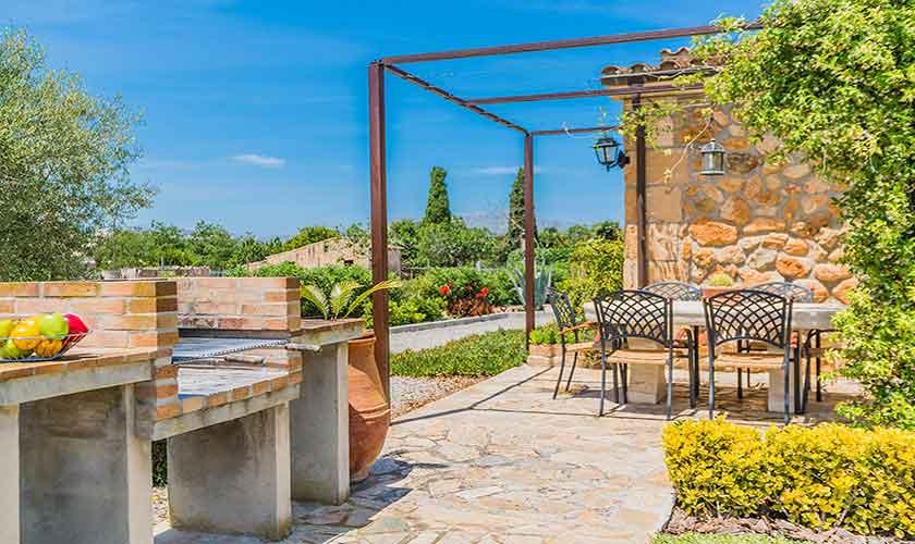 Terrasse mit Grillplatz Finca Mallorca Norden PM 3858