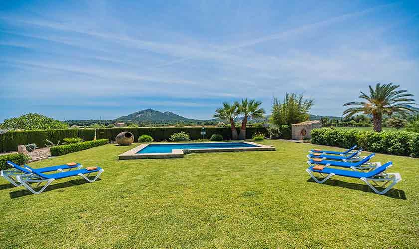 Pool und Rasen Finca Mallorca Norden PM 3858