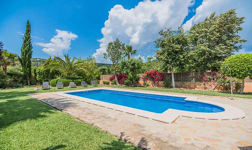 Pool und Rasen Finca Mallorca für 6 Personen PM 3925