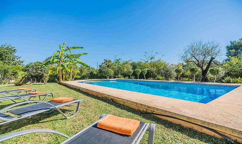 Pool und Liegen Finca Mallorca Norden PM 3940