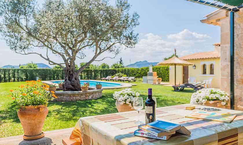 Terrasse und Rasenflächen Finca Mallorca PM 3971