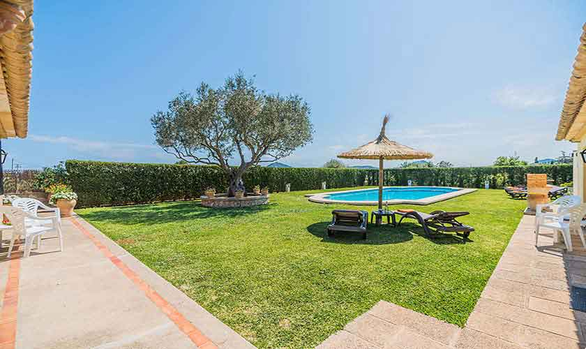 Pool und Rasenflächen Finca Mallorca PM 3971
