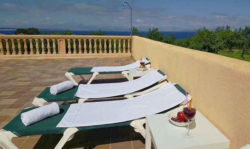 Terrasse und Liegen Ferienvilla Mallorca PM 470