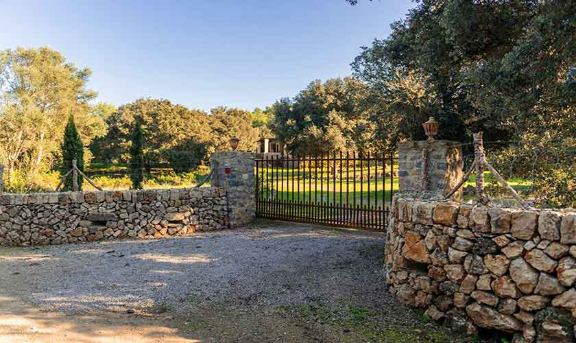 Eingangstor Finca Mallorca Nordosten PM 5215