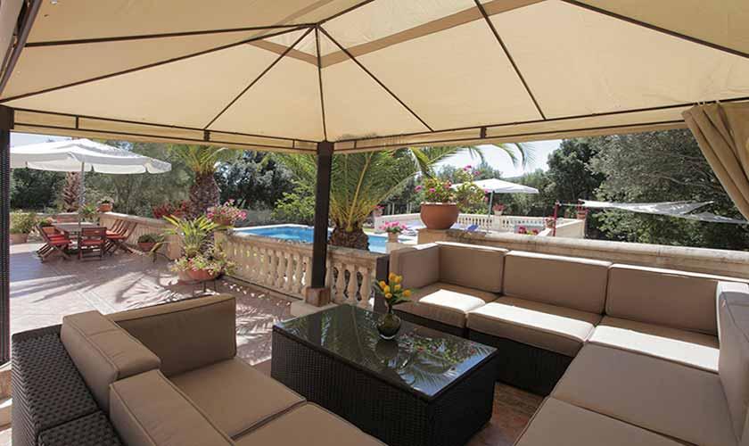 Terrasse mit Lounge-Sofas Ferienfinca Mallorca PM 542