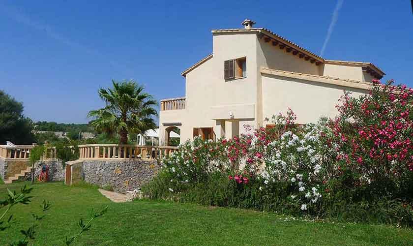 Blick auf die Finca Mallorca mit Pool PM 5681