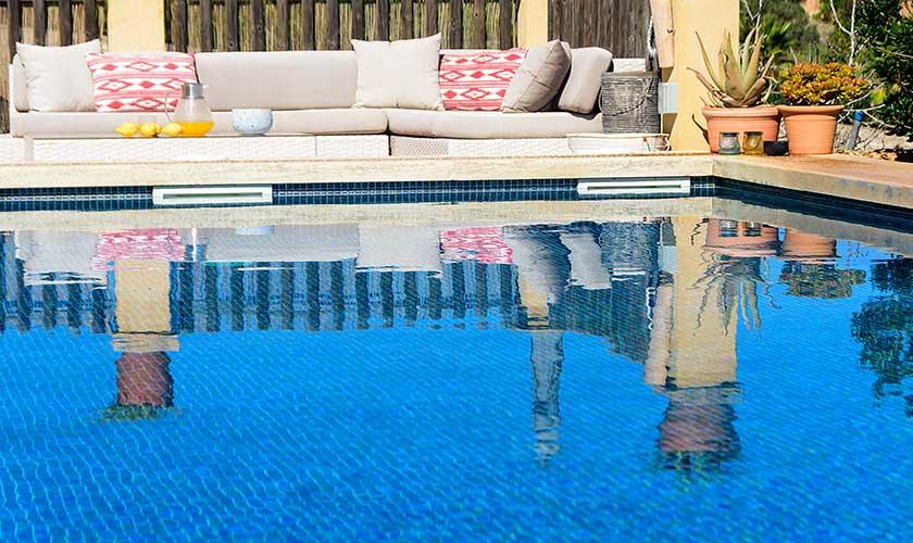 Pool und Daybed Finca Mallorca PM 6010