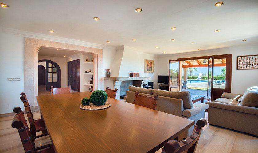 Wohnraum mit Esstisch Finca Mallorca PM 6071