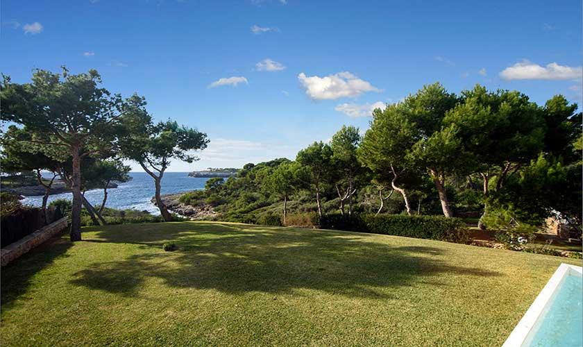Rasenflächen Ferienvilla Mallorca 12 Personen PM 6088