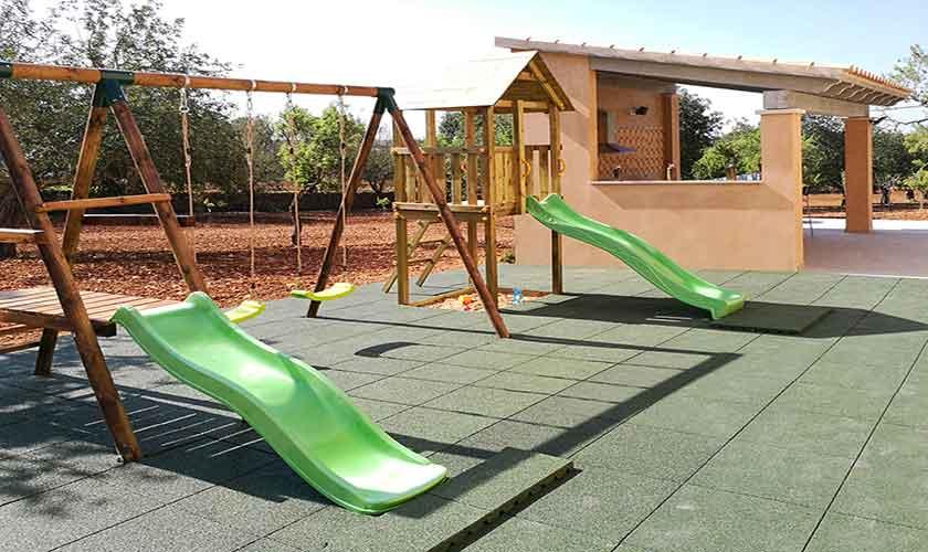 Außenküche und Kinderspielplatz PM 6140