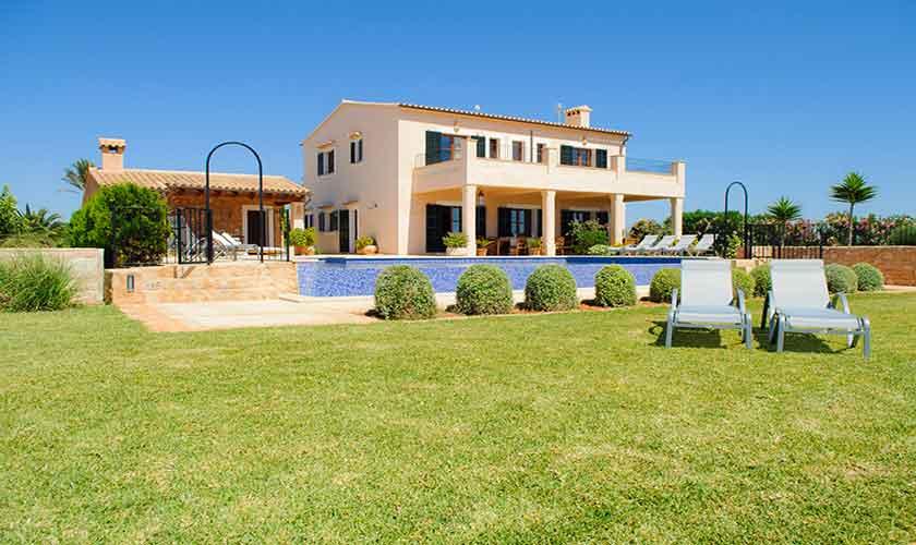 Rasenflächen und Finca Mallorca PM 6555