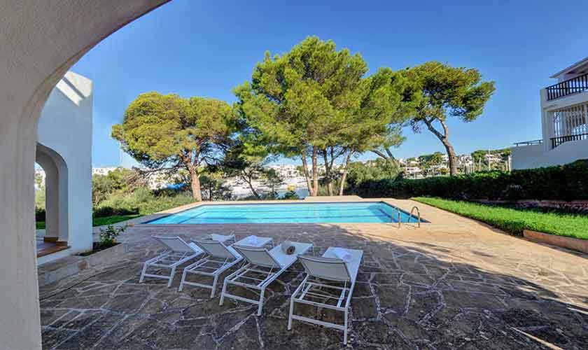 Pool und Terrasse Ferienvilla Mallorca Cala d´Or