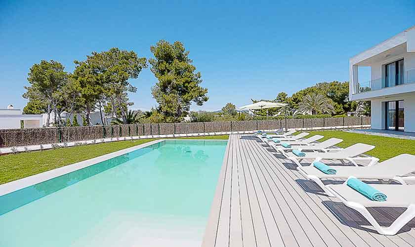 Pool und Liegen Ferienvilla Mallorca pM 6615