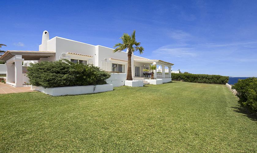 Rasenflächen und Villa Mallorca am Meer PM 6618