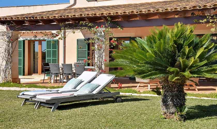 Garten mit Rasen Finca Mallorca für 10 Personen PM 6624