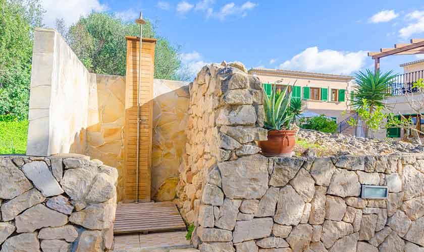 Außendusche Ferienhaus Mallorca 16 Personen PM 6650