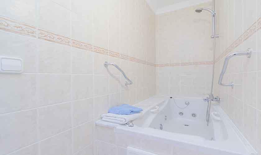 Badezimmer Ferienhaus Mallorca 16 Personen PM 6650
