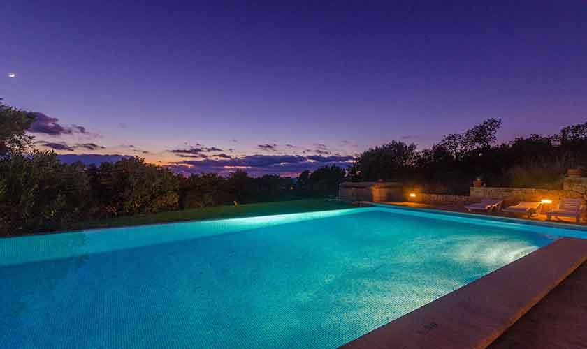 Pool beleuchtet Ferienhaus Mallorca 16 Personen PM 6650