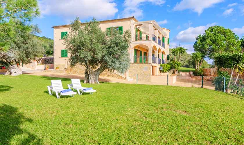 Rasenflächen Ferienvilla Mallorca PM 6650