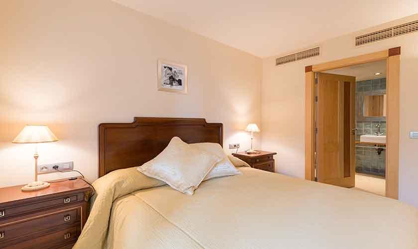Schlafzimmer Luxusvilla Mallorca PM 6905