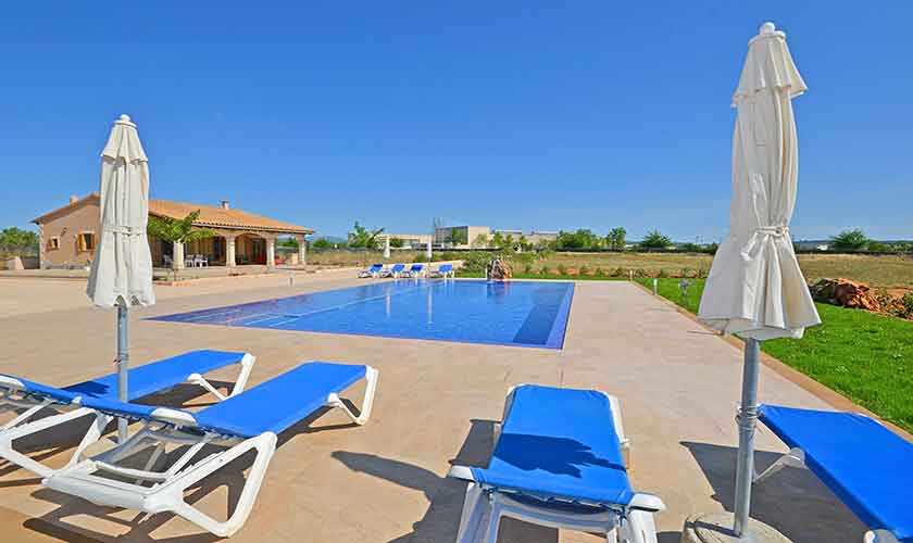 Liegen und Pool Finca Mallorca Campos PM 6920