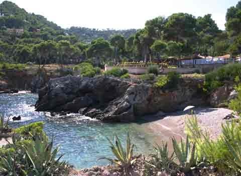 Kleiner Strand Costa de Canyamel  - Ferienvilla Mallorca Costa de Canyamel mit 5 Schlafzimmern Pool und Meerblick im Nordosten Mallorcas