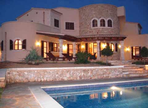 exklusive ferienvilla pm 646 mit pool f r 10 personen bei. Black Bedroom Furniture Sets. Home Design Ideas