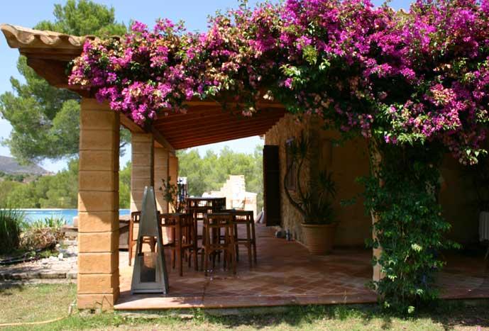 Terrasse mit Bougainvillea Finca Arta Mallorca 10 Personen PM 574