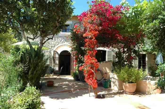 Blick auf die Finca Mallorca mit Pool für  2 - 3 Personen PM 1011