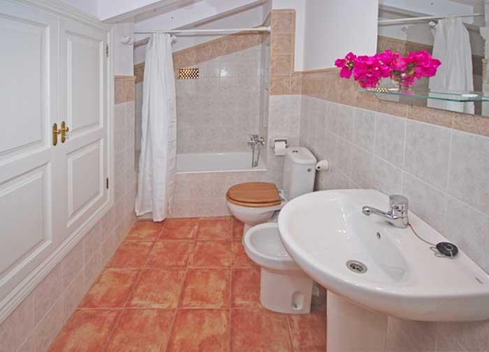 Badezimmer Finca Mallorca mit Pool für 8 Personen PM 135