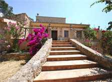 Fassade Finca Mallorca mit Pool für 8 Personen PM 135