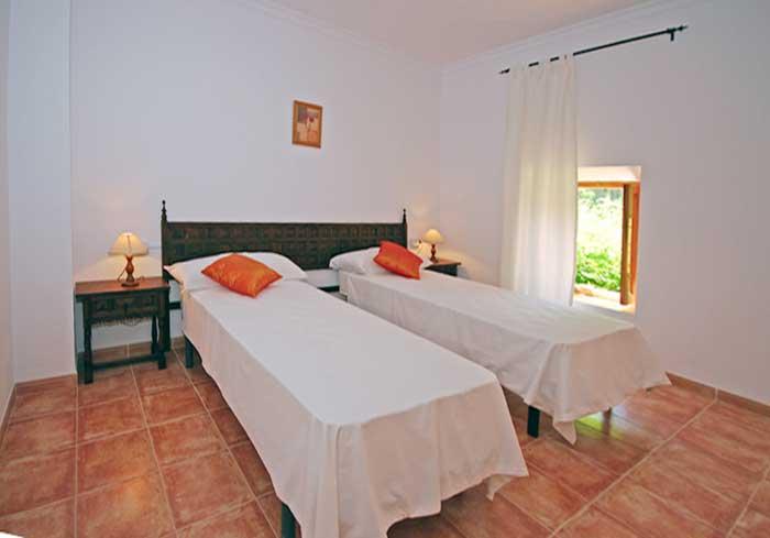 Schlafzimmer 2 Finca Mallorca mit Pool für 8 Personen PM 135