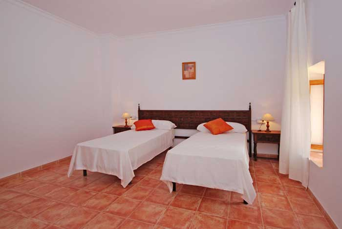 Schlafzimmer 2b Finca Mallorca mit Pool für 8 Personen PM 135