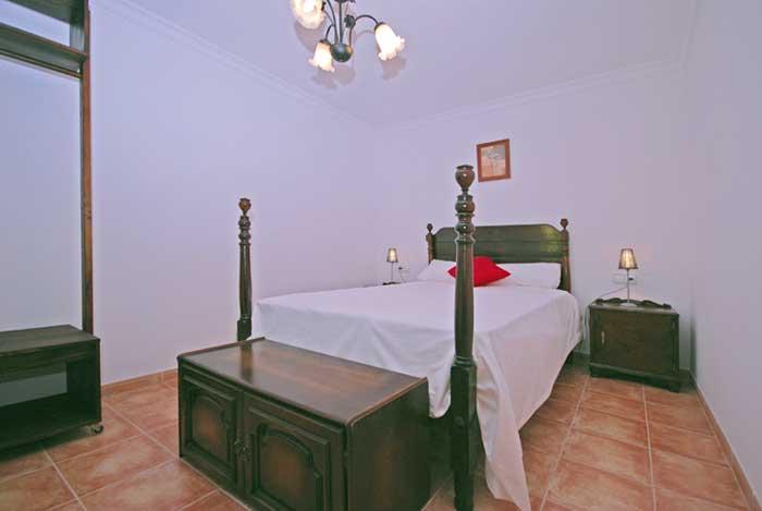 Schlafzimmer 4 Finca Mallorca mit Pool für 8 Personen PM 135