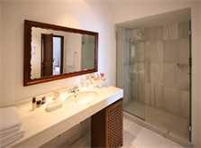 Modernes Bad mit begehbarer Dusche Finca Mallorca Westküster PM 233