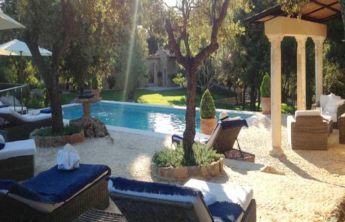 Großer Pool mit Sonnenliegen Exklusive Finca Mallorca Westküste PM 233
