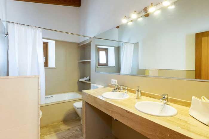 Bad der Finca Mallorca für 6 Personen mit Pool und Klimaanlage Internet PM 3067