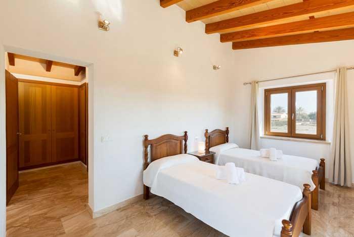 Schlafzimmer 5 Finca Mallorca bei Lloseta Pool Aircondition WLAN PM 3067