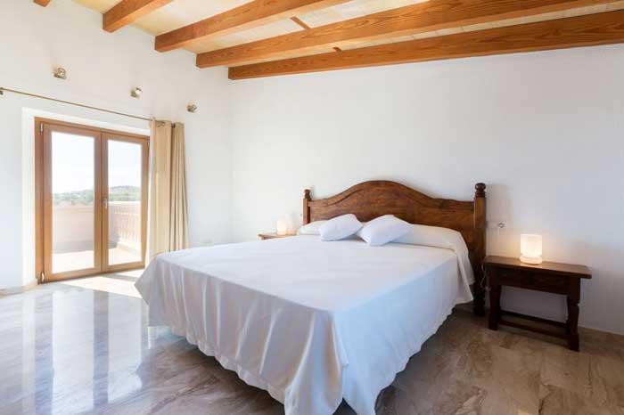 Schlafzimmer mit Doppelbett Finca Mallorca mit Pool PM 3067