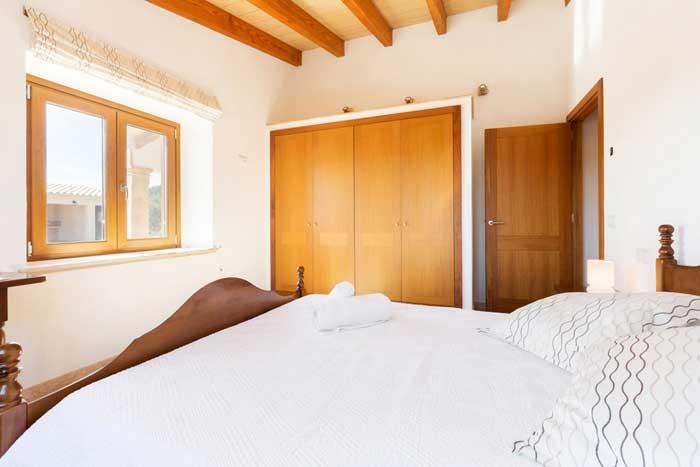 Schlafzimmer 2 Ferienhaus Mallorca Internet Pool Klimaanlage 6 Personen PM 3067