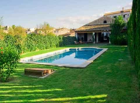 Pool und Rasenflächen Ferienhaus Mallorca Llubi 16 - 18 Personen PM 318