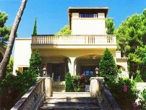 Blick auf die Luxus Finca Mallorca mit Pool für 10 Personen PM 331
