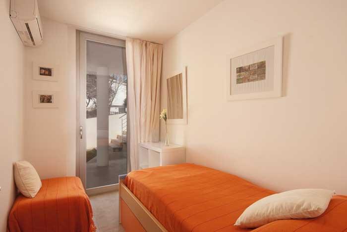 Schlafzimmer 4 Ferienhaus Mallorca Strandnah Pool Klimaanlage  6 Personen PM 3491