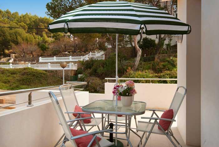 Terrasse Ferienhaus Mallorca Strandnah mit Pool Internet Klimaanlage PM3491