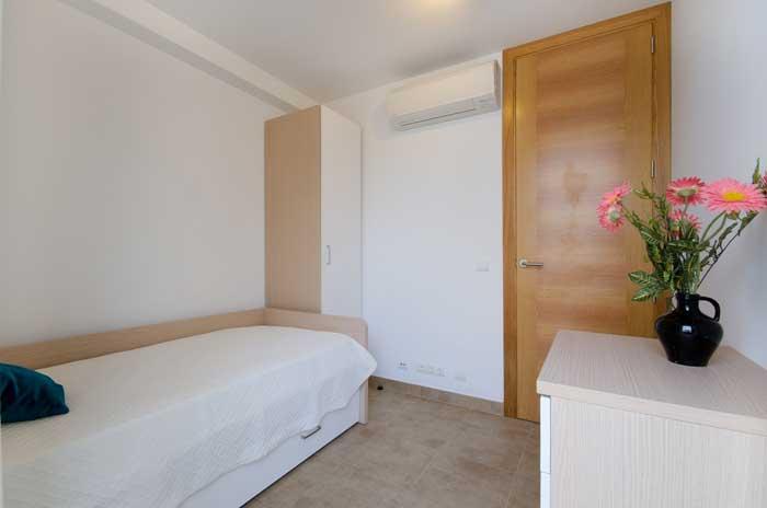 Schlafzimmer 2 Ferienhaus Mallorca in Strandnähe mit Pool PM 3492
