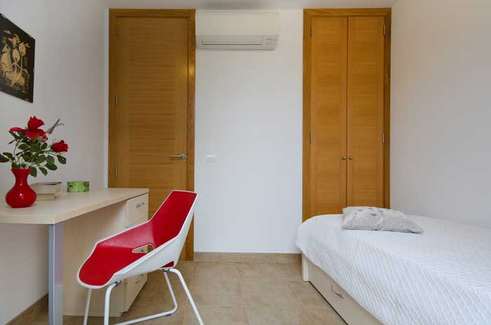 Schlafzimmer 3 Ferienhaus Mallorca am Strand Pool Aircondition PM 3492